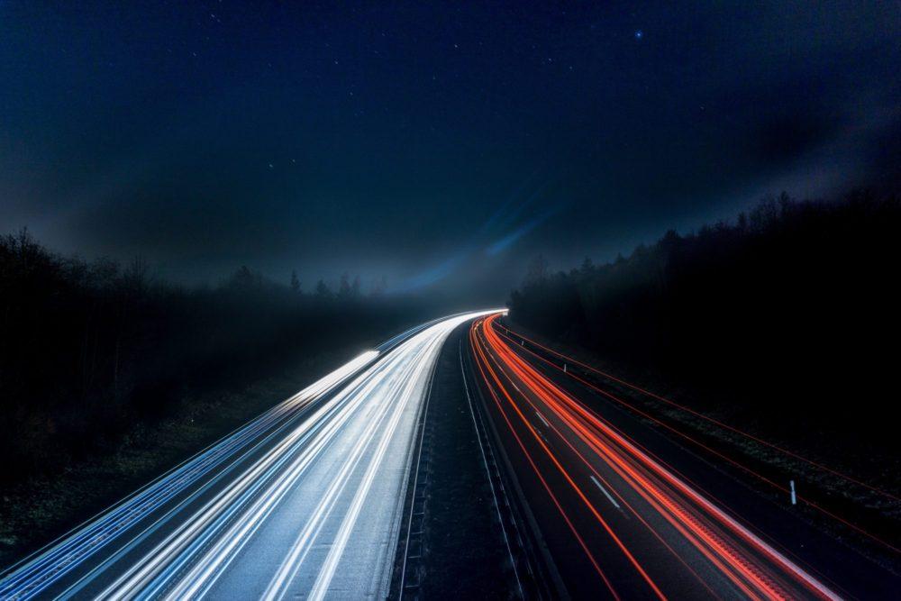 Adhesivos conductores para coches eléctricos e híbridos