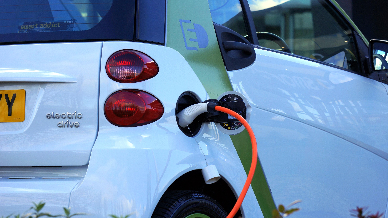 Adhesivos conductores para coches eléctrico e híbridos